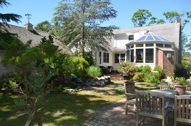 3 BR,  3.00 BTH  Cape style home in Stony Brook